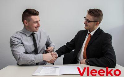 ¿Qué factores influyen en los clientes al contratar un servicio?